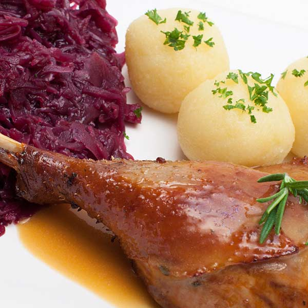 Portion Entenbraten mit Beilagen für 1 Person