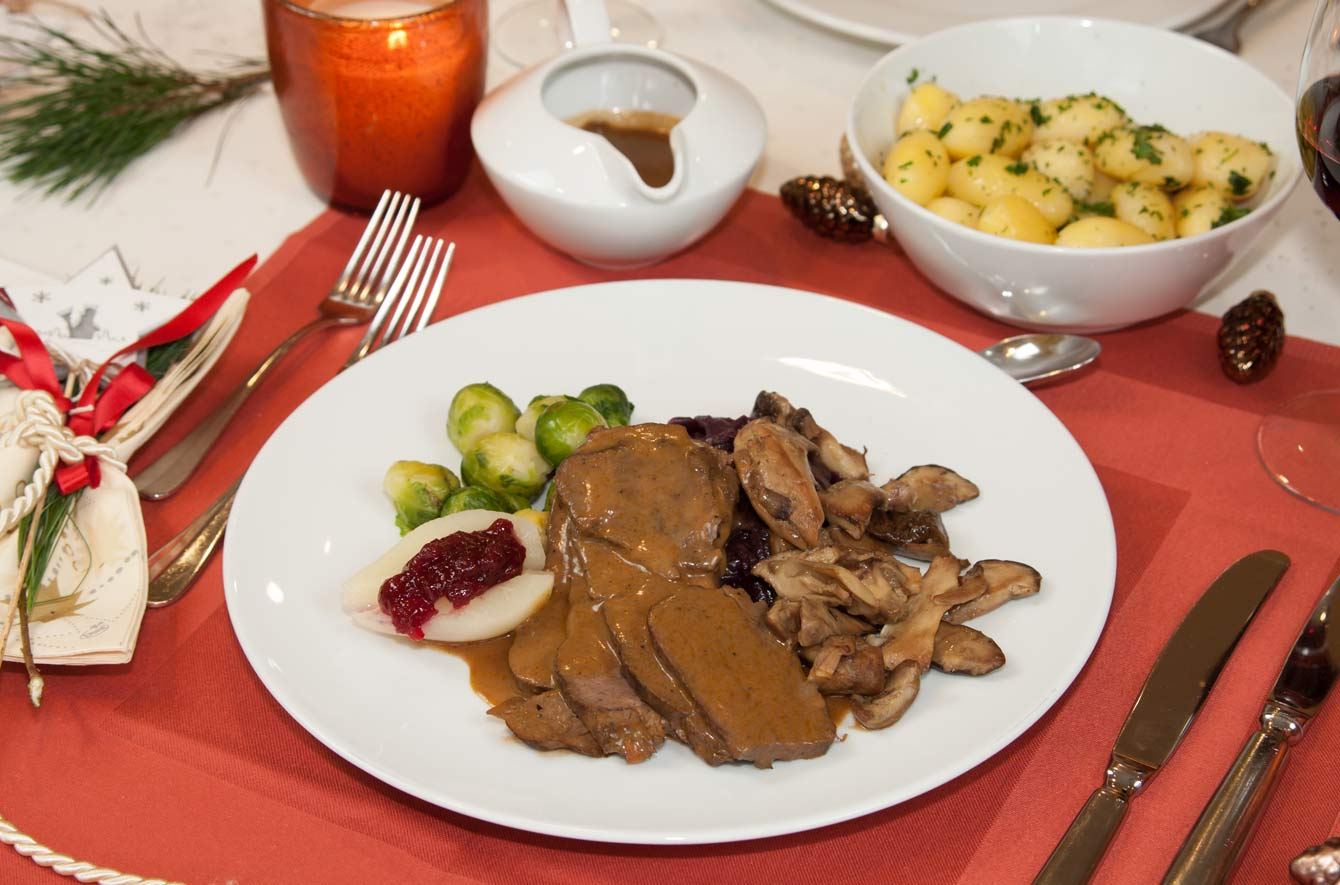 Portion Hirschkalbskeule mit Beilagen für 1 Person